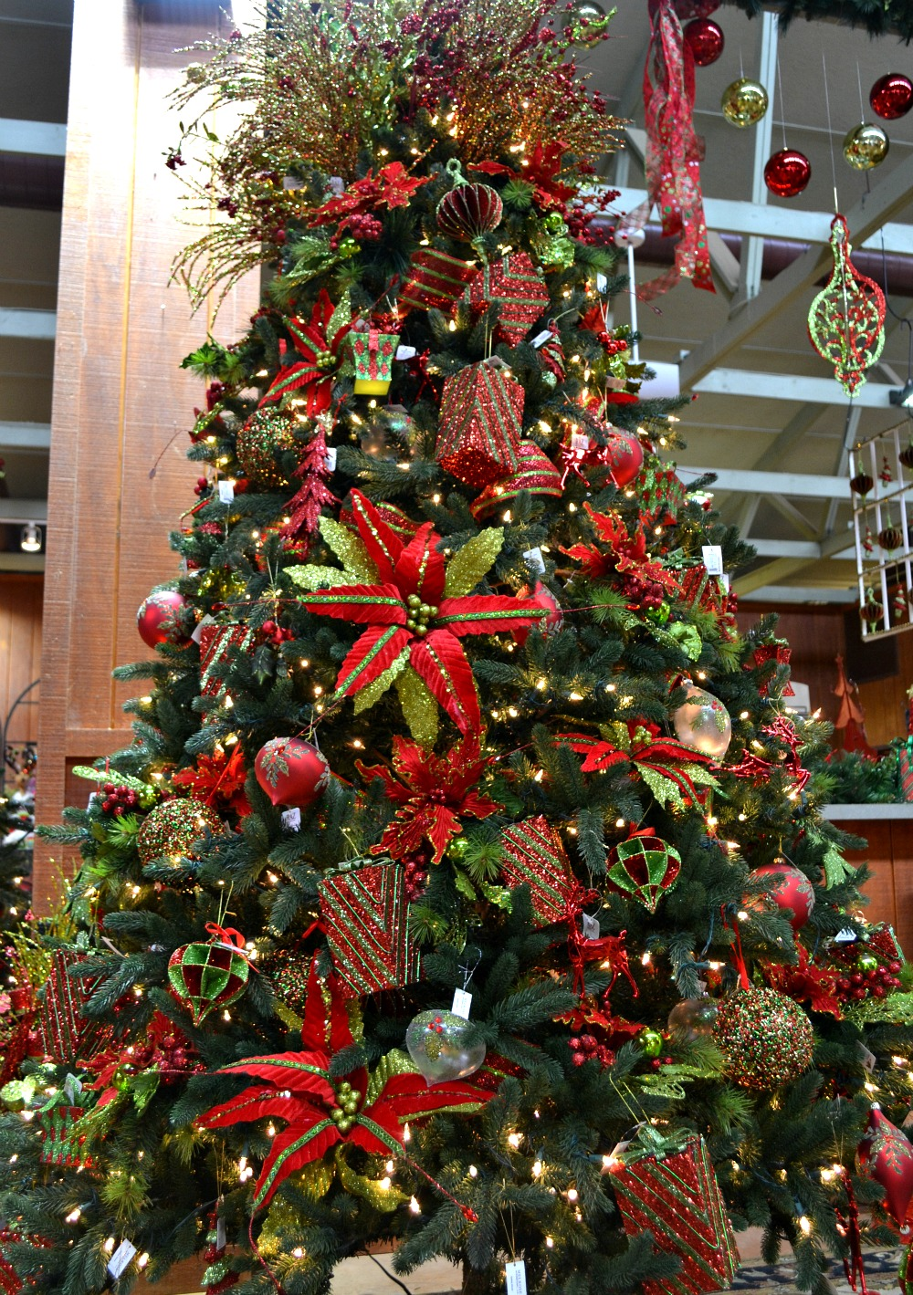 christmas tree decorations red and green photo2 - Lime Green Christmas Tree Decorations